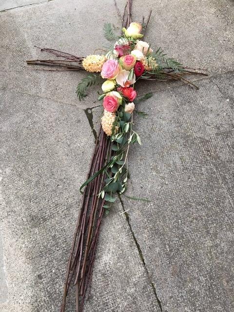 croix fleurie composition florale dernier hommage galerie des créations florales