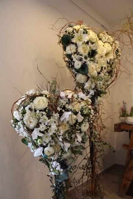 composition florale en forme de coeur dernier hommage galerie des créations florales