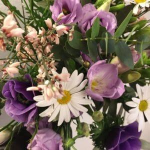 bouquet de fleurs modulable bouquet de printemps violines achat en ligne de fleurs